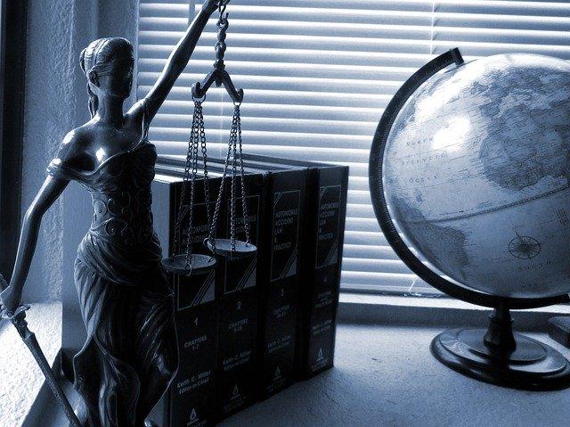 advocaat inhuren